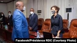 Président Félix Tshisekedi (G) na masolo na mokambi ya UNESCO Audrey Azoulay na cité ya Union africaine, na Kinshasa, 15 octobre 2020. (Facebook.Présidence RDC)