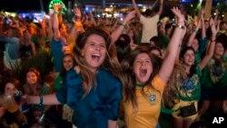 2014年巴西世界杯揭幕戰﹐巴西以三比一戰勝克羅地亞﹐球迷慶祝.