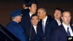 Tổng thống Mỹ Barack Obama đến sân bay quốc tế Haneda ở Tokyo, ngày 23/4/2014.