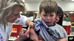 Algunos padres preocupados buscaron la inyección del Flu para sus hijos, con el objetivo de evitar cualquier posibilidad de enfermarse.