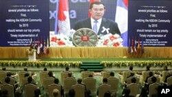 Thủ tướng Campuchia Hun Sen phát biểu tại phiên khai mạc Hội nghị thượng đỉnh thường niên của Hiệp Hội các Quốc gia Đông Nam Á tại Phnom Penh, ngày 18/11/2012.