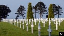 En el cementerio militar estadounidense Colleville, en Colleville sur Mer, en el oeste de Francia, yacen los soldados que perecieron en la invasión del Día D, el 6 de junio de 1944.