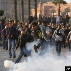 Egypte: l'armée s'est interposée entre les manifestants pro et anti-Moubarak
