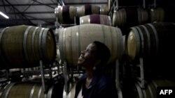 La viticultrice Ntsiki Biyela dans son domaine viticole à Stellenbosch, en Afrique du Sud, le 18 octobre 2017.