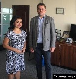 Ambassador Eduards Stiprais with Navbahor Imamova, VOA, Tashkent, September 14, 2018
