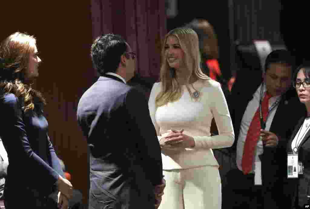 «ایوانکا ترامپ» دختر و مشاور رئیس جمهوری آمریکا روز شنبه در مراسم آغاز به کار رسمی «آندرس مانوئل لوپز اوبرادور» رئیس جمهور جدید مکزیک شرکت کرد.