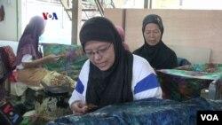 Wartini, karyawan Batik Pria Tampan