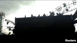 巴西埃斯特尤市举办的一场音乐会因强风吹袭部分舞台坍塌。(2017年12月17日)