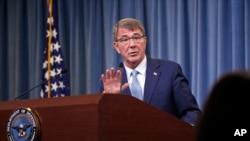 Bộ trưởng Quốc Ash Carter thông báo những quy định mới cho phép người chuyển đổi giới tính phục vụ công khai trong quân đội Hoa Kỳ trong một buổi họp báo tại Ngũ Giác Đài, ngày 30 tháng 6 năm 2016.