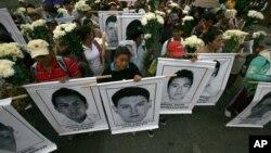 Las autoridades federales anunciaron también la detención de personas vinculadas con la desaparición de 43 estudiantes hace más de tres semanas.