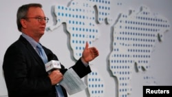 Komisaris Eksekutif Google Eric Schmidt berbicara di Chinese University, Hong Kong (4/11).