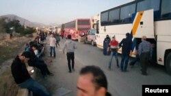 مشرقی غوطہ میں پھنسے باغیوں اور عام شہریوں کو ایک معاہدے کے تحت انخلا کی اجازت دی گئی تھی۔