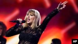 Taylor Swift actuó en el DIRECTV NOW Super Saturday Night Concert en el Club Nomadic el 4 de febrero de 2017 en Houston, Texas.