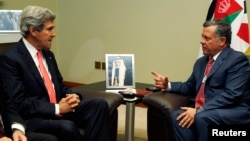 美國國務卿克里5月26日在死海會晤約旦國王阿卜杜拉。
