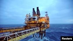 Anjungan produksi minyak lepas pantai milik BP di North Sea, 100 mil timur Aberdeen, Skotlandia, 24 Februari 2014. (Foto:BP)