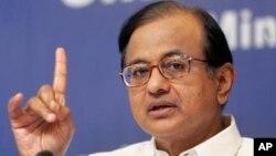 Bộ trưởng Tài chính Ấn Độ P. Chidambaram nói ông sẽ không loại trừ một biện pháp nào để giữ mức thâm hụt xuống dưới 70 tỷ đôla, tức là 3,7% GDP