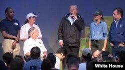 سخنرانی رئیس جمهوری آمریکا در مرکز امدادرسانی توفان هاروی در هیوستون تگزاس