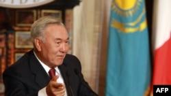 Nursultan Nazarbayev prezidentliyə and içdi