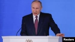 Putin se dirige a la Asamblea Federal rusa.