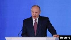 TT Nga Vladimir Putin phát biểu trước Quốc Hội Nga ở Moscow hôm 1/3/2018. REUTERS/Maxim Shemetov