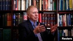 유엔 인권최고대표사무소 위원장으로 임명된 마이클 커비 전 호주 대법관이 9일 호주 시드니에서 로이터와 인터뷰하고 있다.
