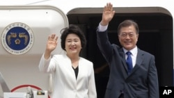 South Korean President Moon Jae-in and his wife, Kim Jung-sook, wave before leaving for the United States at the Seoul military airport in Seongnam, South Korea, June 28, 2017. Moon left for the United States for a summit meeting with his U.S. counterpart