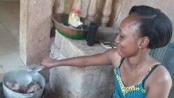 Mousso Ngana Aminata Diallo ka bo Bamako. VOA-Kassim Traore