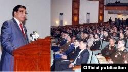 وزیراعظم یونیورسٹی میں کورس کے شرکا سے خطاب کررہے ہیں۔