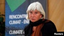 L'ambassadrice française Laurence Tubiana lors d'une conférence au siège social EDF à Paris, France, le 15 mars 2016.