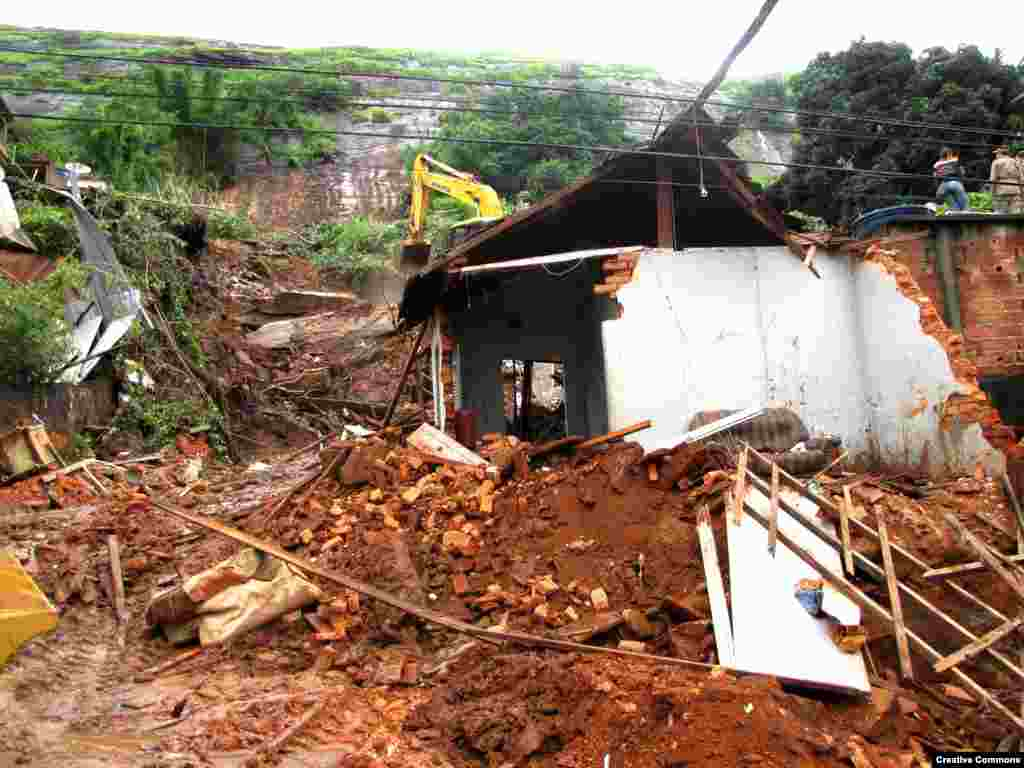 Heavy rains in southeastern Brazil caused a dam in the town of Campo de Goytacazes to burst and flood the area, January, 2012. (Melissa Martins Casa Grande)