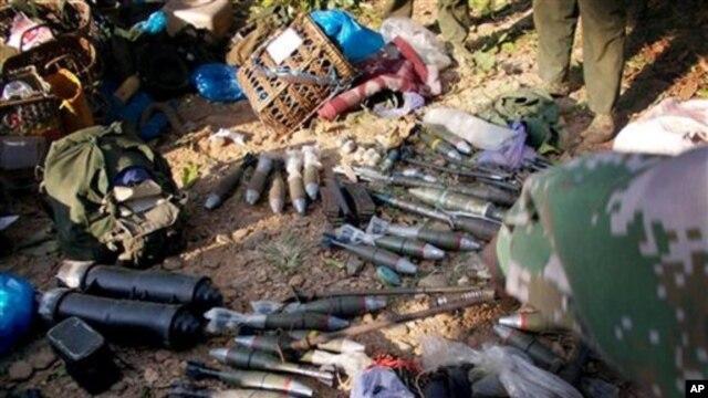 Foto yang dirilis tanggal 7 Januari 2013 oleh tentara pembebasan Burma ini menampilkan amunisi yang mereka sita dari tentara Burma di Laiza, utara Burma (Foto: dok). Amerika sangat prihatin mengenai kekerasan yang berlangsung di negara bagian Kachin, Burma, yang terus berlanjut meskipun telah diberlakukan gencatan senjata antara militer dan kelompok pemberontak.