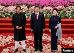 چین کے صدر ژی جن پنگ اور ان کی اہلیہ پاکستان کے وزیر اعظم عمران خان کے ساتھ۔ 26 اپریل 2019