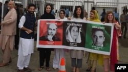 بے نظیر بھٹو نے سابق وزیراعظم نواز شریف کے خلاف 1990 کے عام انتخابات میں دھاندلی کے الزامات لگاتے ہوئے 16 نومبر 1992 کو ایک لانگ مارچ کا اعلان کیا۔ (فائل فوٹو)