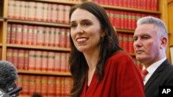 뉴질랜드의 차기 총리를 맡게 된 재신더 아던 노동당 대표가 19일 기자회견을 하고 있다.