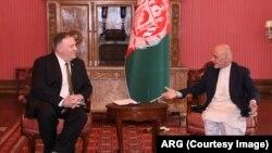 Menlu AS Mike Pompeo bertemu dengan Presiden Afghainstan Ashraf Ghani, 23 Maret 2020.