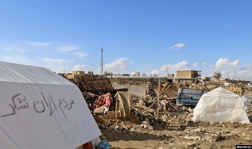 زندگی سخت زلزله زدگان بعد از زلزله در غرب کشور عکس: محمد خادم الشیخ