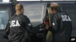 La DEA señaló que esta modalidad logró comercializar más de $2.5 millones de dólares en drogas ilegales.