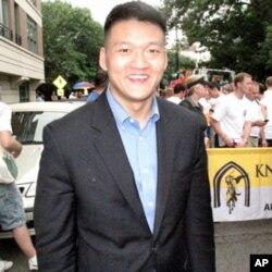 丹尼尔崔中尉呼吁中国同性恋者挺身而出