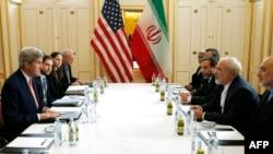 美国国务卿克里和伊朗外长扎伊夫在维也纳会谈(2016年1月16日)
