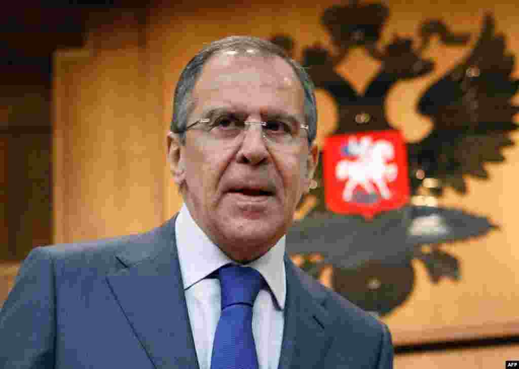 Ngoại trưởng Nga Sergey Lavrov chỉ trích quyết định của EU, cho rằng hành động đơn phương sẽ không giúp mở lại đàm phán về hạt nhân giữa Iran và nước phương Tây. Cuộc đàm phán đã ngưng từ một năm qua.