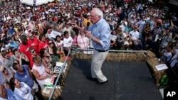 美国民主党总统参选人桑德斯在爱奥华州的一个集会上讲话(2015年8月15日)