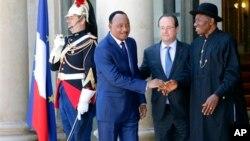 Shugaba Mahamadou Issoufou na Nijer, Shugaba Francois Hollande na Faransa, da kuma Shugaba Goodluck Jonathan na Najeriya Asabar 17 Mayu, 2014.