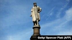 La statue de Christophe Colomb à l'entrée de Central Park le 23 août 2017.