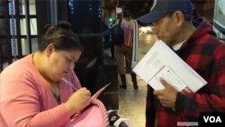 Durante el último recorrido fue evidente que la información sobre el censo aún no ha llegado a todos los inmigrantes latinos o no entienden del todo cómo se lleva a cabo el proceso. Foto: Verónica Villafañe/VOA.