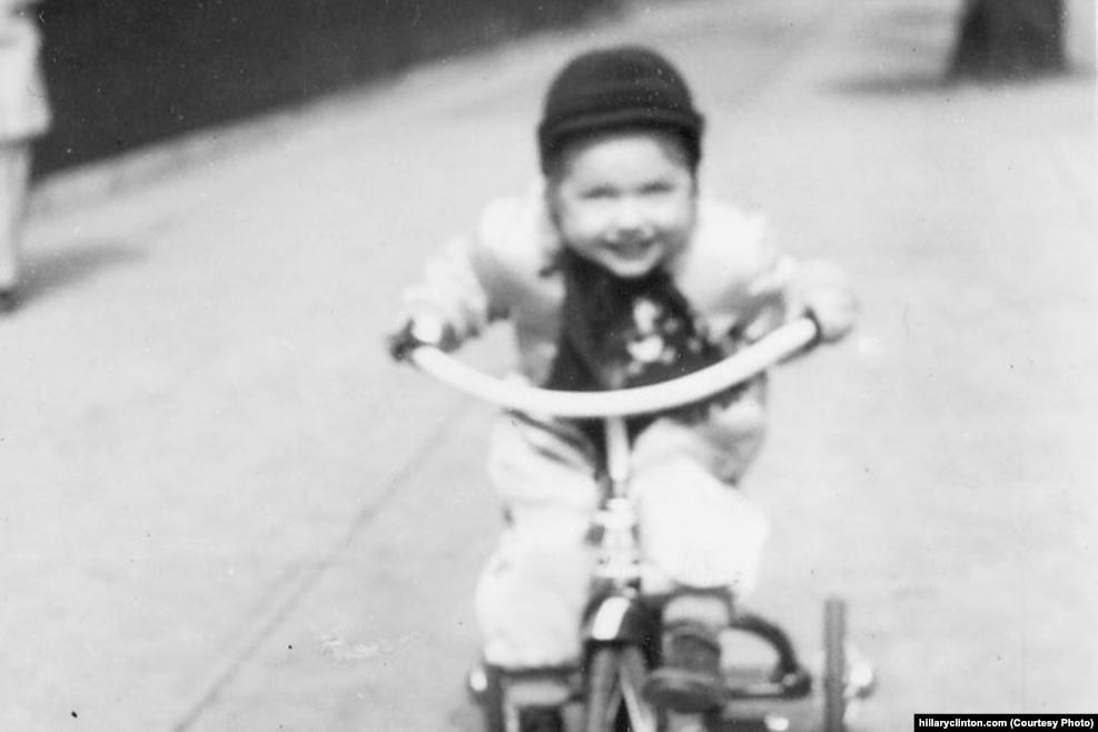童年的希拉里。1947年10月26日她出生于芝加哥郊区一个中产阶级家庭