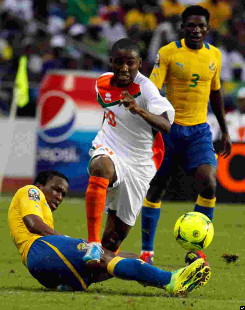 Niger'a Mountari is tackled by Gabon's Ondo during their African Cup of Nations soccer match in Libreville