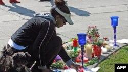 Поклонники Уитни Хьюстон собрались в Беверли-Хиллз, чтобы почтить ее память