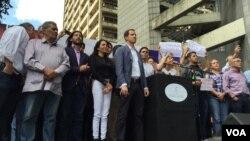 El parlamentario también convocó para el miércoles 23 de enero a una protesta en todo el país.
