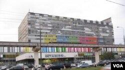 莫斯科北部的奥斯坦金诺广播电视中心。(美国之音白桦拍摄)