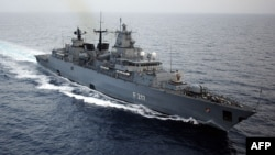 """资料照片:德国""""拜仁""""号护卫舰在黎巴嫩沿海行驶(2008年2月29日)"""